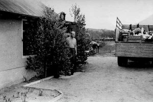1954 übernahm der aus dem linkselbischen Gauernitz stammende Kurt Sell mit seiner Familie diesen kleinen Landwirtschafts- und Keltereibetrieb in Coswig